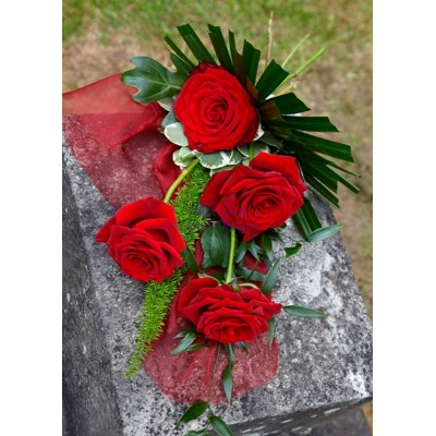 4 Tied Red Roses & Foliage