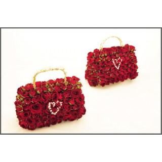Hand Bag made of fresh Spray Roses