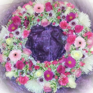 Mixed Loose Wreath in pinks & Whites